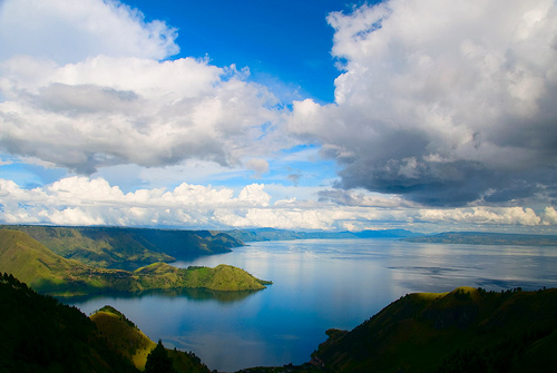 danau toba 10 Most Amazing Crater Lakes in the World